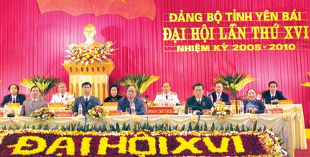 Đoàn chủ tịch Đại hội Đảng bộ tỉnh lần thứ XVI, nhiệm kỳ 2005 - 2010.