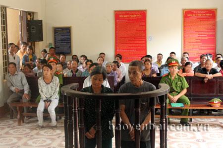 Phiên tòa hình sự sơ thẩm xét xử hai bị cáo Hoàng Văn Thiệp và Hoàng Thị Nhung ngày 25/9/2014.