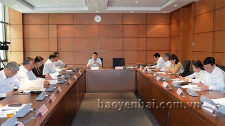 Đại biểu Dương Văn Thống – Trưởng Đoàn đại biểu Quốc hội tỉnh Yên Bái phát biểu trong phiên thảo luận tại tổ