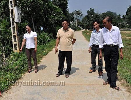 Qua 3 năm xây dựng nông thôn mới, xã Cảm Nhân đã hoàn thành 13,3 km đường giao thông nông thôn, trong đó, 3,14 km bê tông hóa.