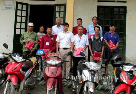 Các thành viên trong Đội xe ôm Chữ thập đỏ huyện Văn Yên.