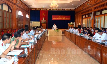 Đồng chí Tạ Văn Long - Ủy viên Ban Thường vụ Tỉnh ủy, Phó Chủ tịch Thường trực UBND tỉnh phát biểu tại Hội nghị.