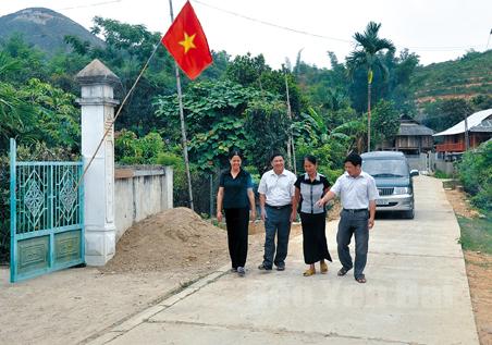 Đến nay 7 km trục đường liên xã ở Phù Nham đã được bê tông hóa và nhựa hóa.