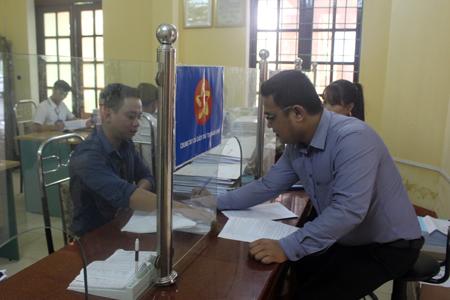 Đoàn viên, thanh niên Chi đoàn Sở Xây dựng thực hiện tốt công tác cải cách hành chính, góp phần nâng cao hiệu quả công việc.