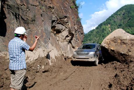 Các phương tiện thô sơ và các loại xe ô tô nhỏ có tổng trọng lượng xe dưới 8 tấn được phép lưu thông trên tuyến đường trên.