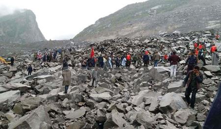Lực lượng cứu hộ nỗ lực tìm kiếm các nạn nhân tại hiện trường một vụ lở đất ở Trung Quốc. Ảnh minh họa.