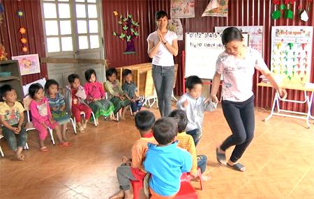 Để lại phía sau những vất vả, khó khăn, các cô giáo mầm non lại hết lòng dạy dỗ trẻ khi buổi học mới bắt đầu.