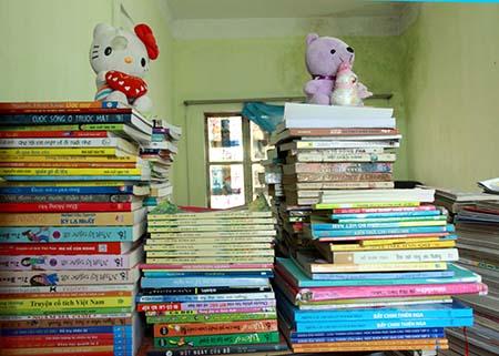Số sách dự định làm tủ sách cho các em nhỏ vùng cao mà Dư tích cóp được trong thời gian công tác tại Yên Bái.