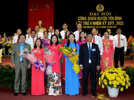 Ban chấp hành LĐLĐ huyện Yên Bình nhiệm kỳ 2017 - 2022 ra mắt đại hội.