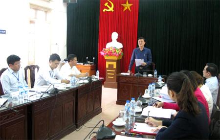 Đồng chí Nguyễn Chiến Thắng phát biểu trong buổi làm việc với lãnh đạo huyện.