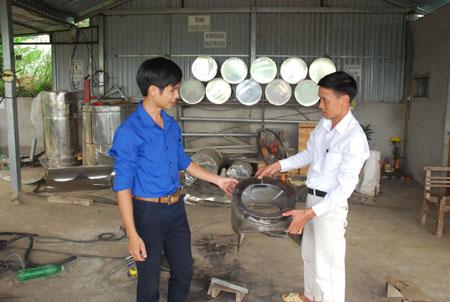 Cơ sở sản xuất bếp nóng lạnh của đoàn viên Nguyễn Văn Huỳnh ở thôn Đại Thịnh, xã An Thịnh, tạo việc làm thường xuyên cho 10 lao động.
