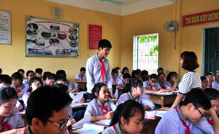 Em Trần An Khánh luôn hăng hái phát biểu ý kiến trong giờ học.