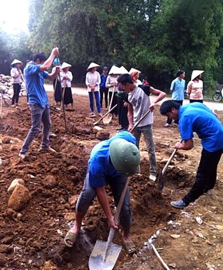 """Tuổi trẻ xã Phù Nham khởi công xây dựng """"Nhà nhân ái"""" cho gia đình anh Lương Văn Tinh - hộ có hoàn cảnh đặc biệt khó khăn của xã."""