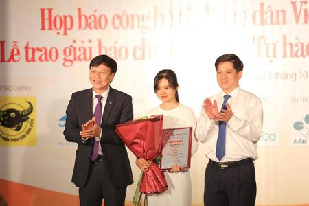 Trao giải Nhất cho tác giả Uông Thị Bích Ngọc với tác phẩm