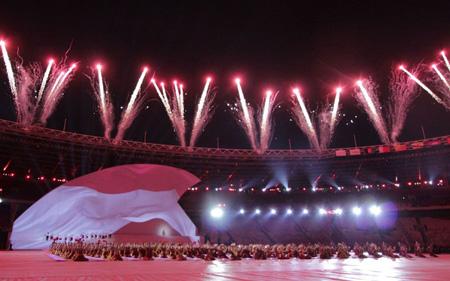 Màn pháo hoa rực rỡ thắp sáng lễ khai mạc Asian Para Games 2018 ở Gelora Bung Karno, Indonesia ngày 6/10.