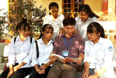 Thầy và trò Trường THPT Hồng Quang.