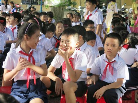 Bộ Quy tắc ứng xử yêu cầu giáo dục học sinh ý thức tuân thủ pháp luật, giáo dục đạo đức, lối sống, kỹ năng sống, phẩm chất nhân ái, tự trọng bản thân...