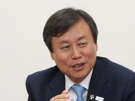 Bộ trưởng Văn Hóa Thể Thao và Du lịch Hàn Quốc Do Jong-whan.