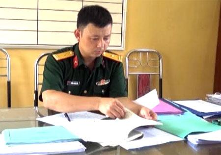 Thiếu tá Khổng Quang Giản chuẩn bị giáo án huấn luyện năm 2018.