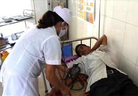 Trung bình mỗi ngày Phòng khám Đa khoa khu vực Việt Cường tiếp nhận từ 50 - 60 bệnh nhân đến khám và điều trị bệnh.