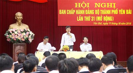 Đồng chí Ngô Hạnh Phúc - Tỉnh ủy viên, Bí thư Thành ủy phát biểu chỉ đạo Hội nghị.