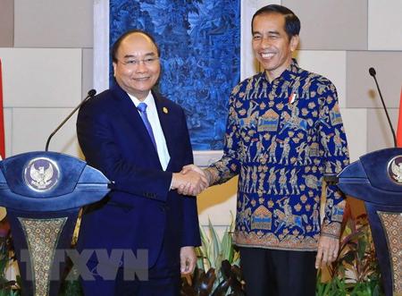 Thủ tướng Nguyễn Xuân Phúc và Tổng thống nước Cộng hòa Indonesia Joko Widodo gặp gỡ báo chí sau hội đàm.