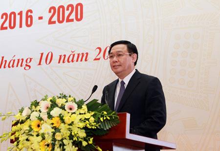 Phó Thủ tướng Chính phủ Vương Đình Huệ, Trưởng Ban Chỉ đạo Trung ương các Chương trình mục tiêu quốc gia giai đoạn 2016-2020 phát biểu chỉ đạo hội nghị.