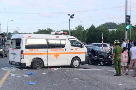 Vụ TNGT nghiêm trọng khiến 5 người bị thương nặng.