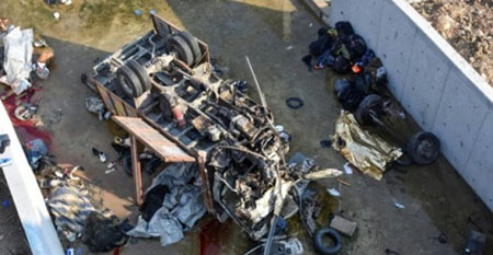Hiện trường xe tải lao xuống kênh khiến ít nhất 19 người thiệt mạng ở Thổ Nhĩ Kỳ hôm nay.
