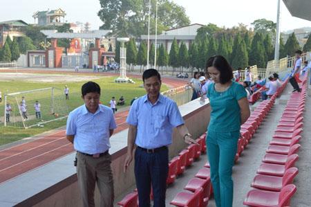 Đồng chí Dương Văn Tiến kiểm tra công tác chuẩn bị Lễ khai mạc Đại hội TDTT tỉnh.