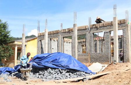 Trường Phổ thông Dân tộc bán trú THCS Nậm Khắt đang thi công.