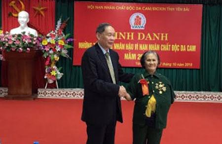 Bà Phạm Thị Niệt được vinh danh những tấm lòng nhân hậu vì nạn nhân CĐDC/dioxin do Hội Nạn nhân CĐDC/dioxin tỉnh tổ chức dịp 20/10 vừa qua.