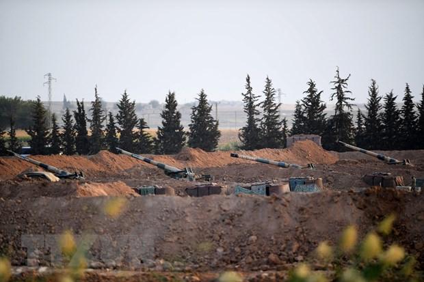 Pháo binh Thổ Nhĩ Kỳ ở gần thị trấn Akcakale thuộc tỉnh Sanliurfa, giáp giới Syria, ngày 8/10/2019.