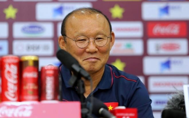 HLV Park Hang Seo tỏ ra khá khiêm tốn với chiến thắng này đồng thời bày tỏ sự đồng cảm với HLV Indonesia trước áp lực bị sa thải.