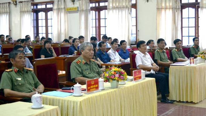 Lãnh đạo, cán bộ chủ chốt các cơ quan, đơn vị, địa phương tham dự buổi tập huấn.
