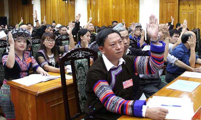 Tại phiên trù bị, các đại biểu biểu quyết bầu Đoàn Chủ tịch và Thư ký đại hội.