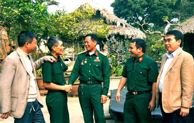 Các cựu chiến binh Sư đoàn 356 thành phố Yên Bái - những người trực tiếp tham gia cuộc chiến tranh bảo vệ biên giới phía Bắc Tổ quốc trong một buổi gặp mặt.