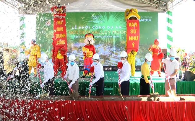 Các đồng chí lãnh đạo tỉnh Yên Bái tham dự Lễ khởi công dự án Golden Valley Mường Lò tại thị xã Nghĩa Lộ trong tháng 8/2020