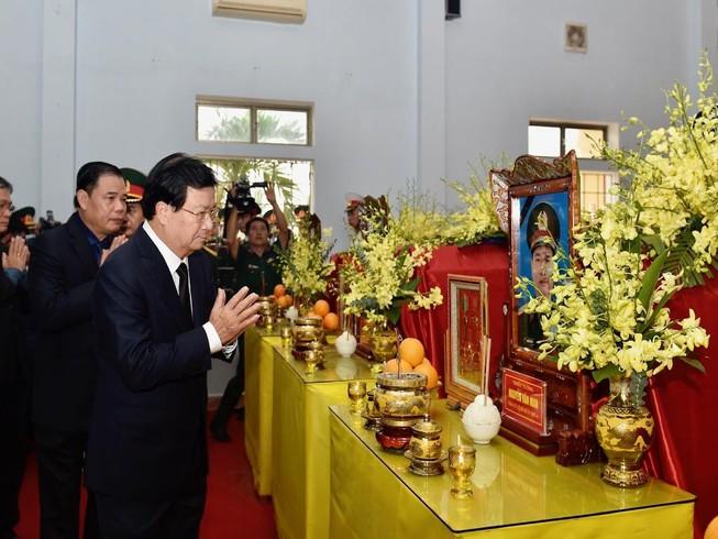 Phó Thủ tướng Trịnh Đình Dũng viếng các liệt sĩ hy sinh ở Rào Trăng 3