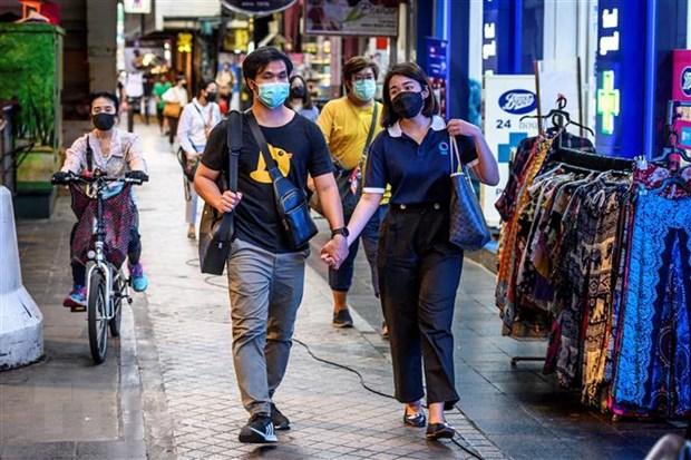 Người dân đeo khẩu trang phòng lây nhiễm COVID-19 tại Bangkok, Thái Lan ngày 8/5/2020.