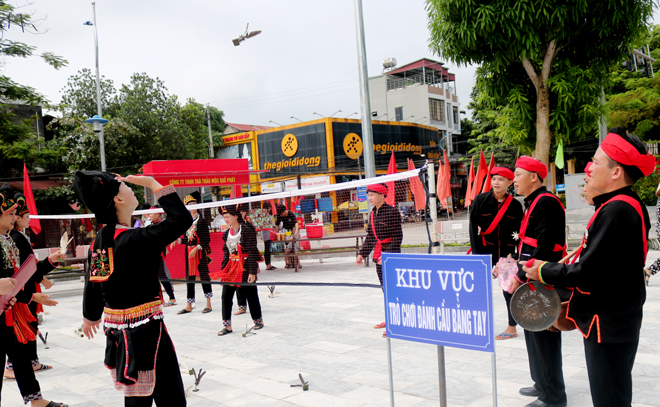 The festival features folk game of the Dao people.