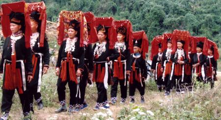Trang phục của người Dao đỏ ở Văn Yên (Yên Bái)