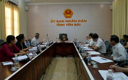 Đồng chí Ngô Thị Chinh chủ trì cuộc họp.