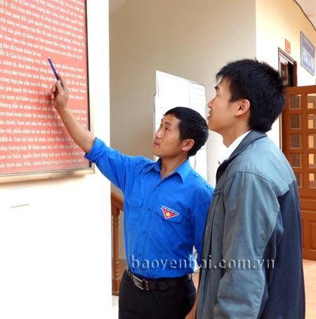 Thủ tục hành chính được niêm yết công khai tại bộ phận một cửa hỗ trợ tư pháp của Phòng Tư pháp huyện Mù Cang Chải giúp người dân thuận lợi khi liên hệ giải quyết công việc.