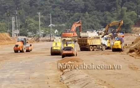 Các công trình cơ sở hạ tầng, nhất là công trình giao thông được đầu tư, nâng cấp sẽ là lợi thế của tỉnh trong thu hút đầu tư. (Ảnh: Linh Chi)