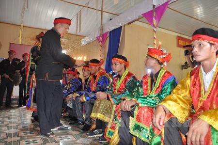 Hát Páo dung được thực hiện trong nghi lễ cấp sắc của người Dao Văn Yên.