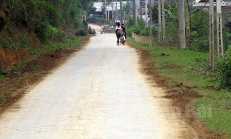 Những tuyến đường bê tông ở xã Hán Đà đã tạo thuận lợi cho nhân dân đi lại và phát triển kinh tế - xã hội.
