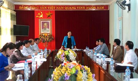 Đồng chí Hoàng Thị Chanh - Bí thư ĐBKCCQ tỉnh chủ trì cuộc họp Ban Thường vụ Đảng ủy triển khai thực hiện Nghị quyết Trung ương 4 khóa XII gắn với Chỉ thị số 05 của Bộ Chính trị.