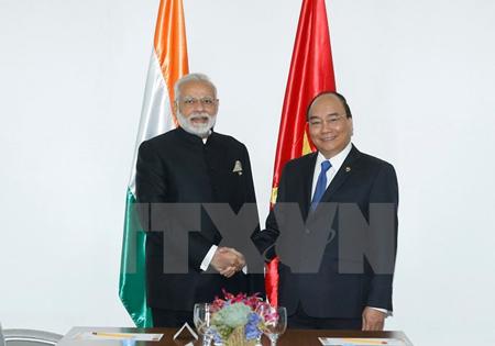Thủ tướng Nguyễn Xuân Phúc gặp Thủ tướng Ấn Độ Narendra Modi.
