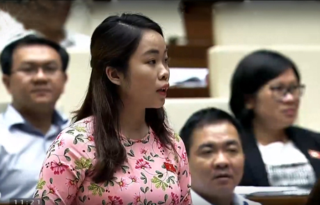 Đại biểu Triệu Thị Huyền nêu câu hỏi chất vấn Bộ trưởng Bộ Thông tin và Truyền thông.